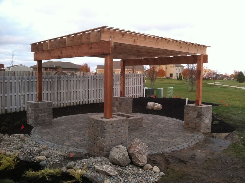 Pergola and round patio